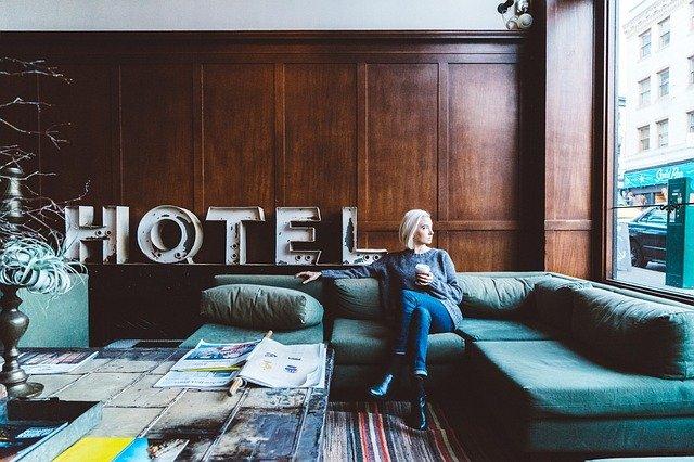 hôtel salle détente canapé